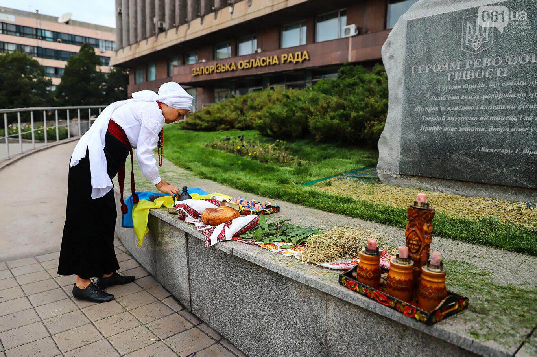 В центре Запорожья простились с азовцем: церемония прошла по родноверскому обряду, - ФОТОРЕПОРТАЖ, фото-5