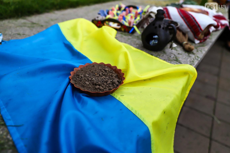 В центре Запорожья простились с азовцем: церемония прошла по родноверскому обряду, - ФОТОРЕПОРТАЖ, фото-6