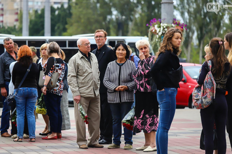 В центре Запорожья простились с азовцем: церемония прошла по родноверскому обряду, - ФОТОРЕПОРТАЖ, фото-8