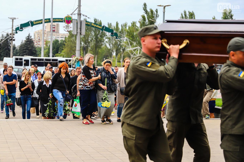 В центре Запорожья простились с азовцем: церемония прошла по родноверскому обряду, - ФОТОРЕПОРТАЖ, фото-11