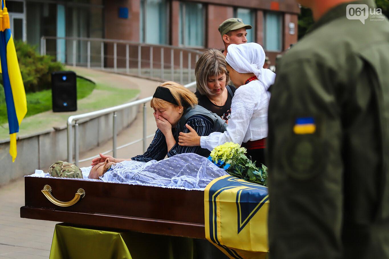 В центре Запорожья простились с азовцем: церемония прошла по родноверскому обряду, - ФОТОРЕПОРТАЖ, фото-14