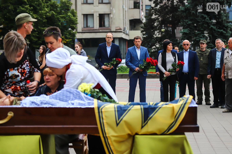 В центре Запорожья простились с азовцем: церемония прошла по родноверскому обряду, - ФОТОРЕПОРТАЖ, фото-18