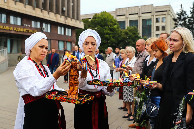 В центре Запорожья простились с азовцем: церемония прошла по родноверскому обряду, - ФОТОРЕПОРТАЖ, фото-25