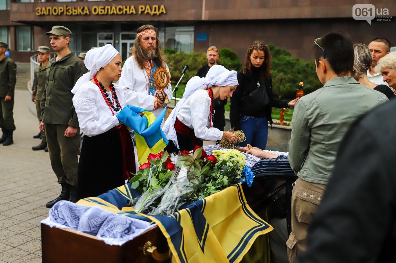 В центре Запорожья простились с азовцем: церемония прошла по родноверскому обряду, - ФОТОРЕПОРТАЖ, фото-30
