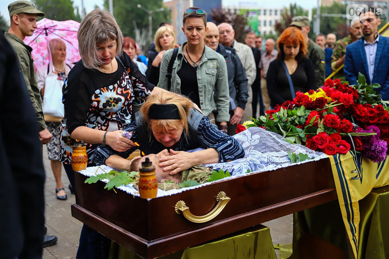 В центре Запорожья простились с азовцем: церемония прошла по родноверскому обряду, - ФОТОРЕПОРТАЖ, фото-33