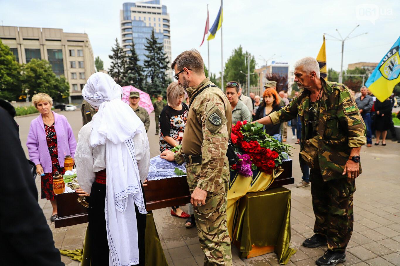 В центре Запорожья простились с азовцем: церемония прошла по родноверскому обряду, - ФОТОРЕПОРТАЖ, фото-34