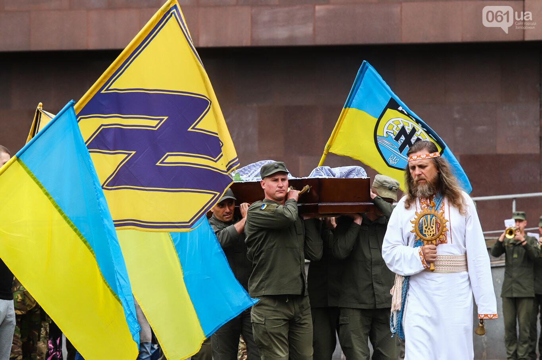 В центре Запорожья простились с азовцем: церемония прошла по родноверскому обряду, - ФОТОРЕПОРТАЖ, фото-36