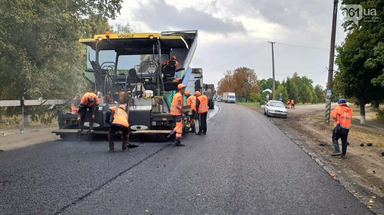 Сделали на 90%: на отремонтированной трассе Запорожье-Мариуполь наносят разметку и устанавливают знаки, фото-2