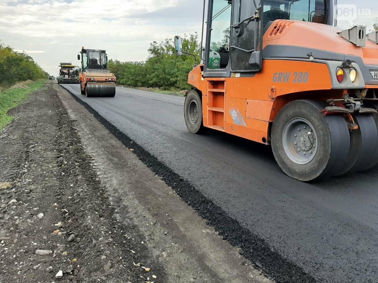 Сделали на 90%: на отремонтированной трассе Запорожье-Мариуполь наносят разметку и устанавливают знаки, фото-4