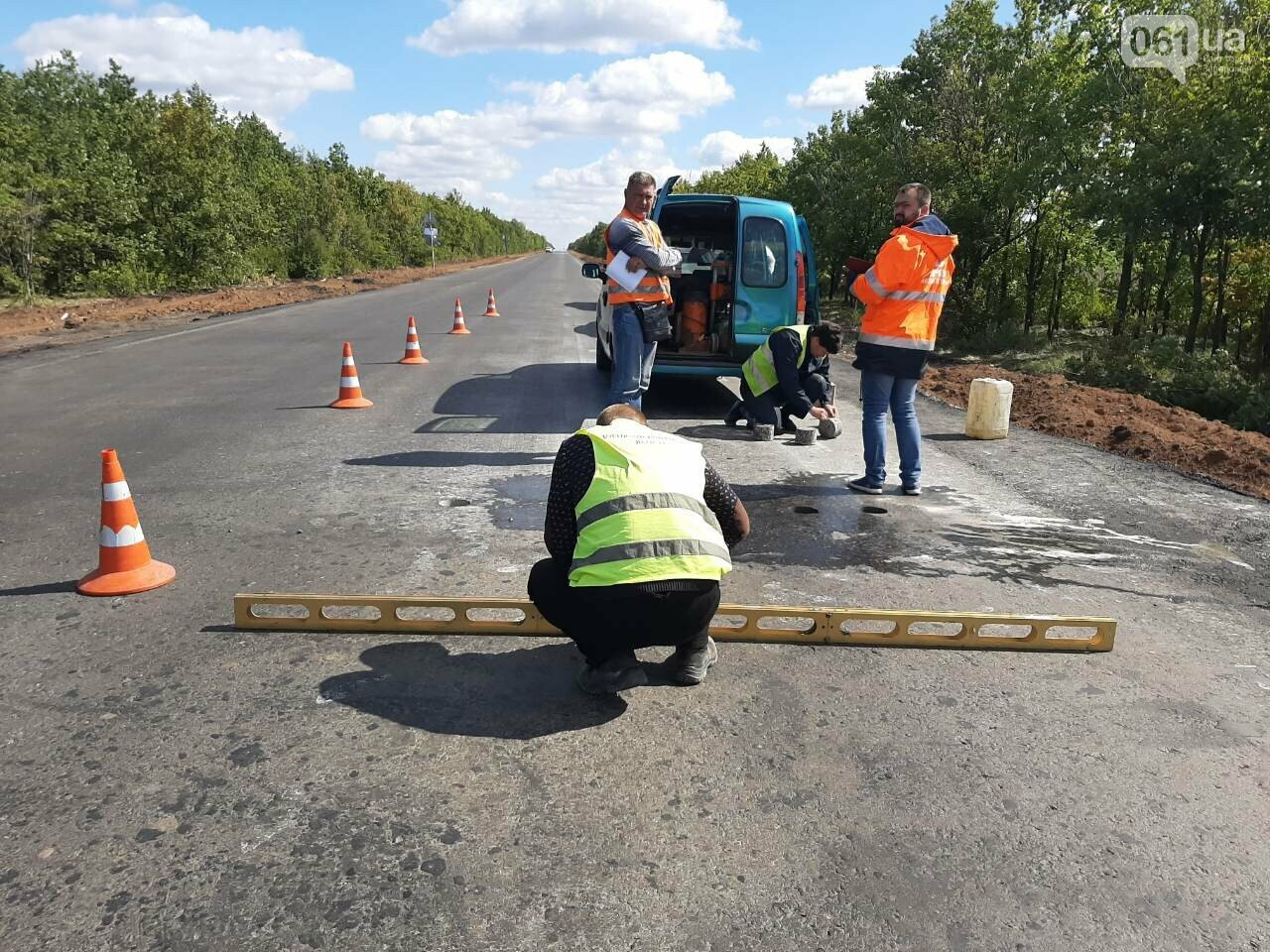 Сделали на 90%: на отремонтированной трассе Запорожье-Мариуполь наносят разметку и устанавливают знаки, фото-5