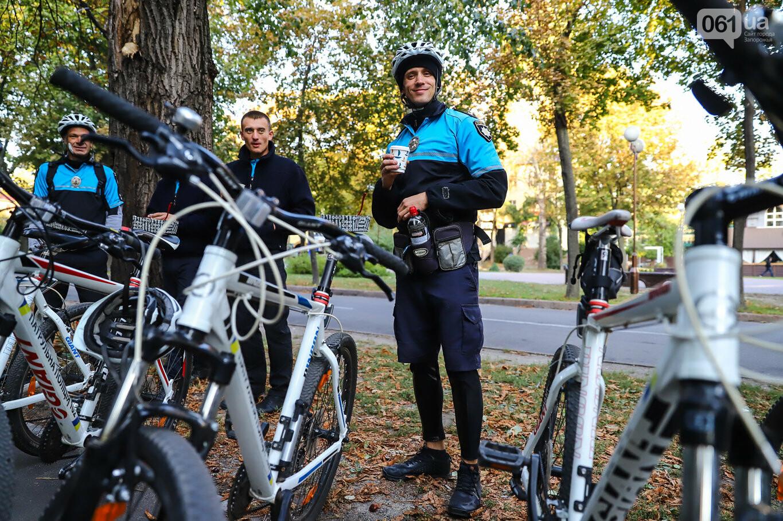 От наркоторговцев до пьяных водителей: как велосипед помог запорожским патрульным задержать преступников, фото-1