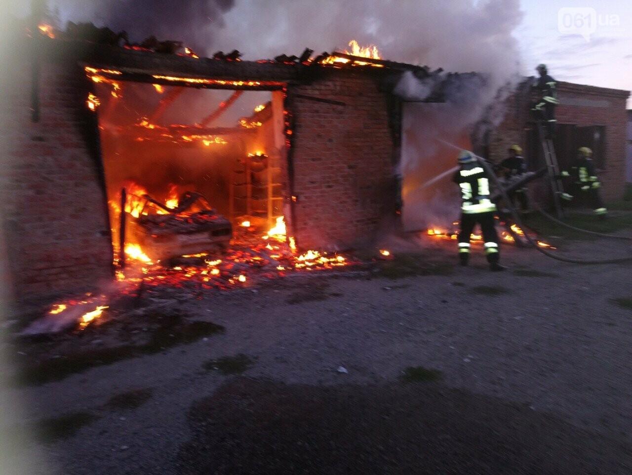 В Запорожской области сгорели гаражи на территории мужского монастыря, фото-1
