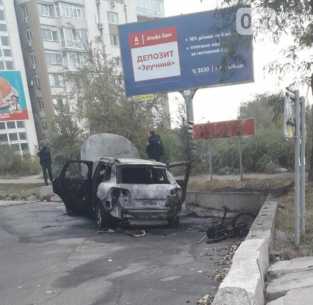 В центре Запорожья сгорел Volkswagen Touareg, - ФОТО, фото-3