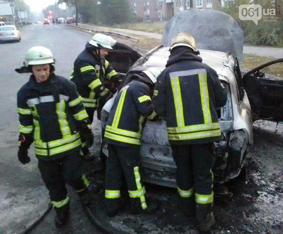 В центре Запорожья сгорел Volkswagen Touareg, - ФОТО, фото-1
