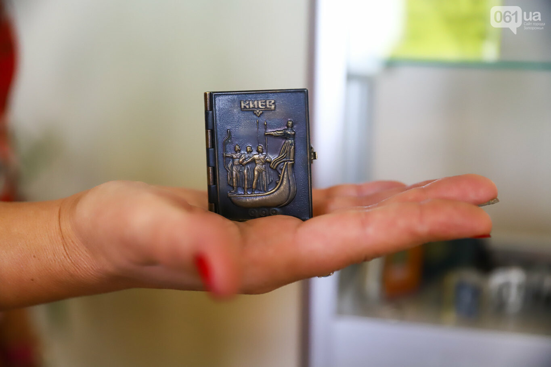 Газеты на иврите и 18-килограммовая книга: что берегут в хранилищах Запорожской областной библиотеки, - ФОТОРЕПОРТАЖ, фото-15
