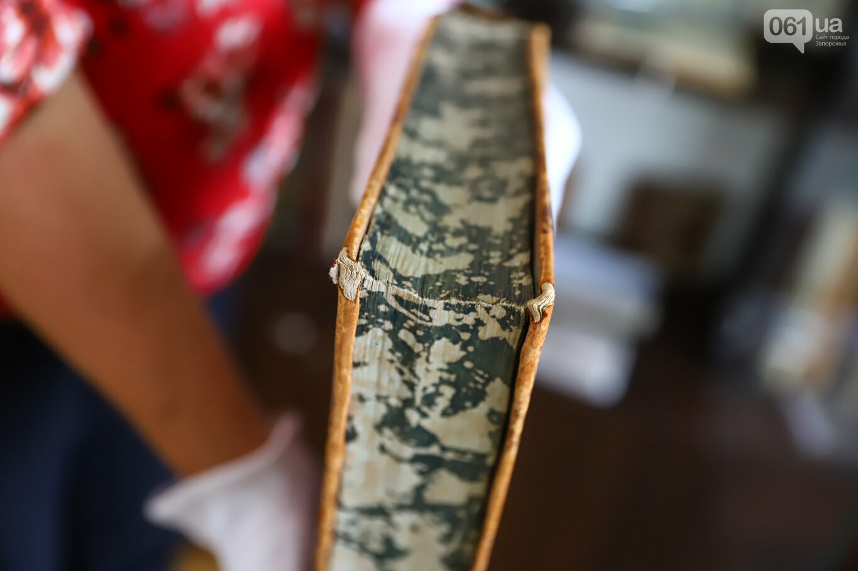 Газеты на иврите и 18-килограммовая книга: что берегут в хранилищах Запорожской областной библиотеки, - ФОТОРЕПОРТАЖ, фото-24