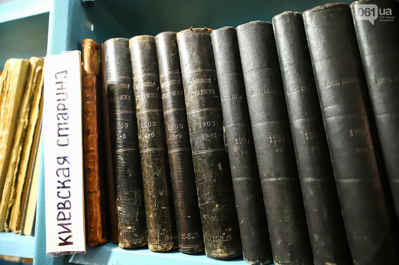 Газеты на иврите и 18-килограммовая книга: что берегут в хранилищах Запорожской областной библиотеки, - ФОТОРЕПОРТАЖ, фото-32