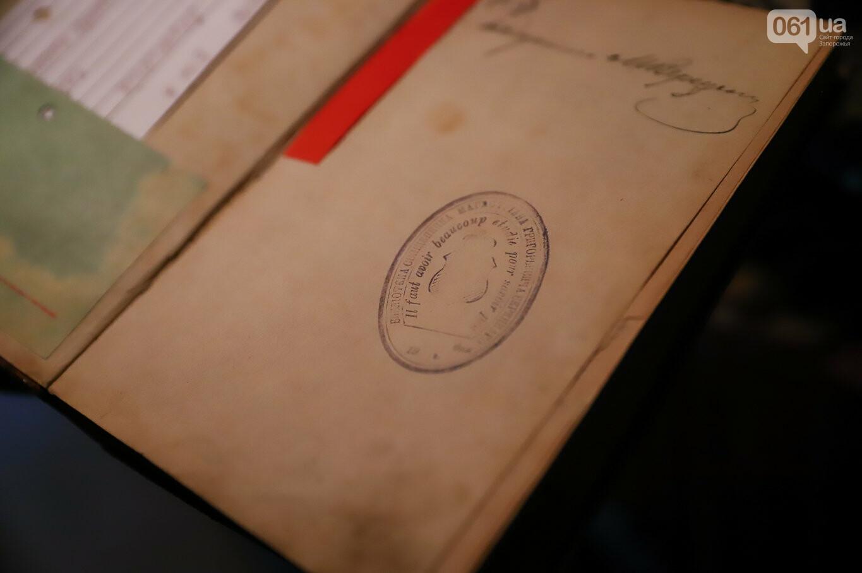 Газеты на иврите и 18-килограммовая книга: что берегут в хранилищах Запорожской областной библиотеки, - ФОТОРЕПОРТАЖ, фото-36