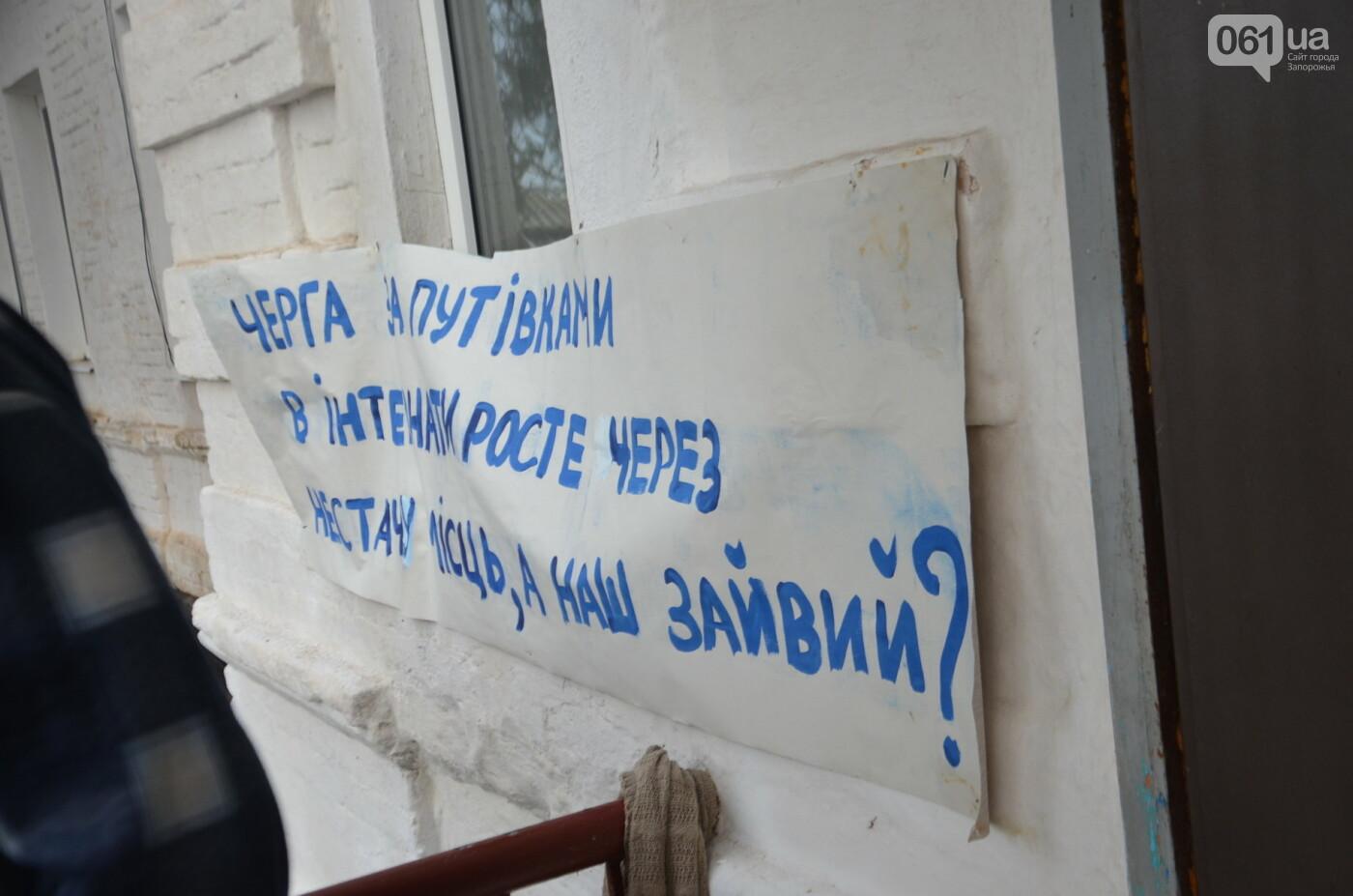 «Я сирота. Это мой дом»: воспитанники из Черниговского интерната вынуждено покинули свою обитель, фото-18