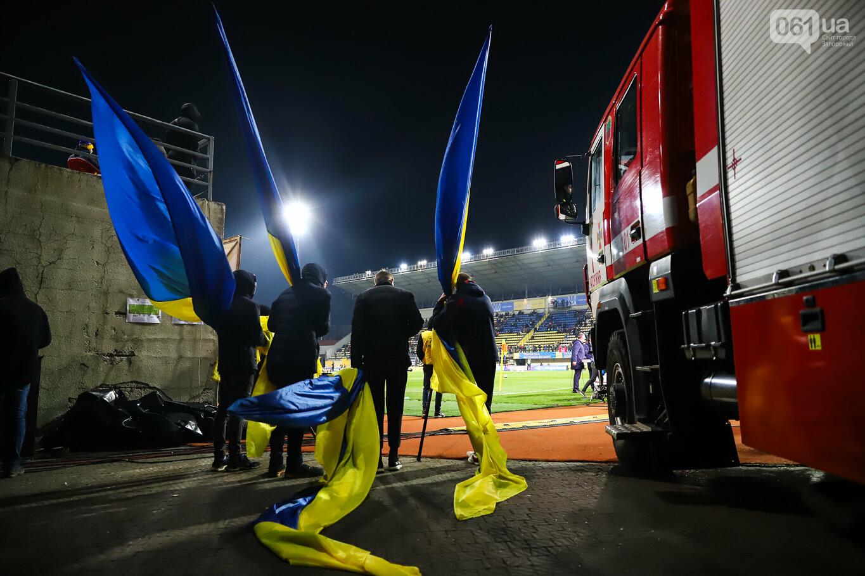 Сине-желтые трибуны, гимн с Гайтаной и перфомансы от фанатов: как в Запорожье впервые прошел матч сборной Украины, - ФОТОРЕПОРТАЖ, фото-18