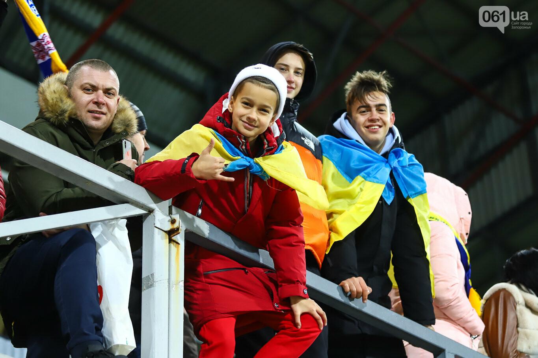 Сине-желтые трибуны, гимн с Гайтаной и перфомансы от фанатов: как в Запорожье впервые прошел матч сборной Украины, - ФОТОРЕПОРТАЖ, фото-21