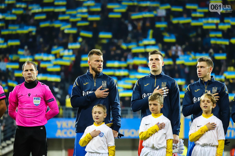 Сине-желтые трибуны, гимн с Гайтаной и перфомансы от фанатов: как в Запорожье впервые прошел матч сборной Украины, - ФОТОРЕПОРТАЖ, фото-2