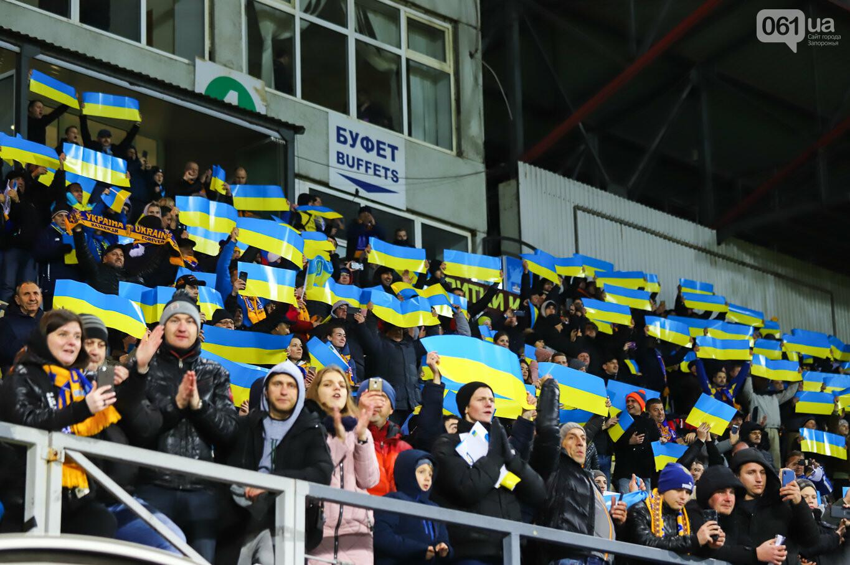 Сине-желтые трибуны, гимн с Гайтаной и перфомансы от фанатов: как в Запорожье впервые прошел матч сборной Украины, - ФОТОРЕПОРТАЖ, фото-7