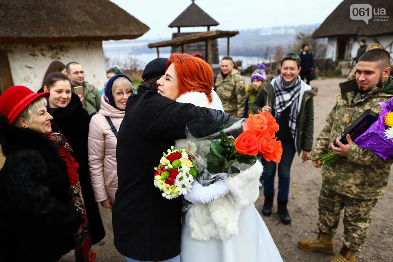 «Весь конфетно-букетный период прошел в окопах»: в Запорожье поженились военные, которые познакомились на передовой, - ФОТОРЕПОРТАЖ, фото-4