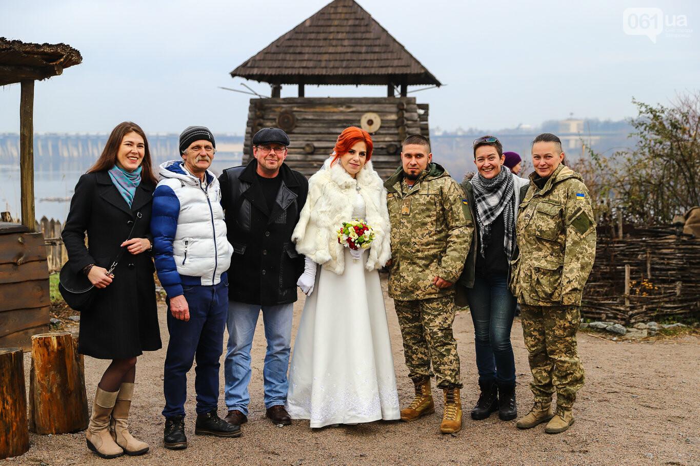 «Весь конфетно-букетный период прошел в окопах»: в Запорожье поженились военные, которые познакомились на передовой, - ФОТОРЕПОРТАЖ, фото-8