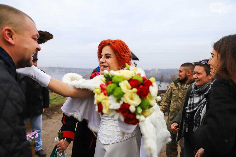 «Весь конфетно-букетный период прошел в окопах»: в Запорожье поженились военные, которые познакомились на передовой, - ФОТОРЕПОРТАЖ, фото-9
