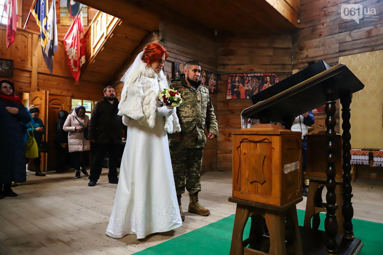 «Весь конфетно-букетный период прошел в окопах»: в Запорожье поженились военные, которые познакомились на передовой, - ФОТОРЕПОРТАЖ, фото-11