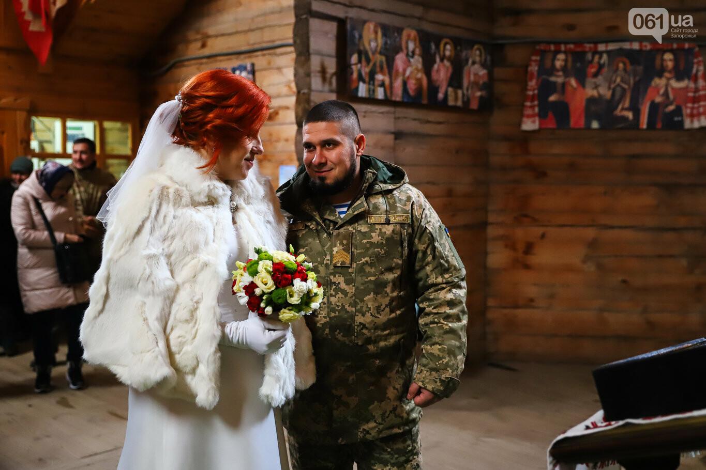 «Весь конфетно-букетный период прошел в окопах»: в Запорожье поженились военные, которые познакомились на передовой, - ФОТОРЕПОРТАЖ, фото-12
