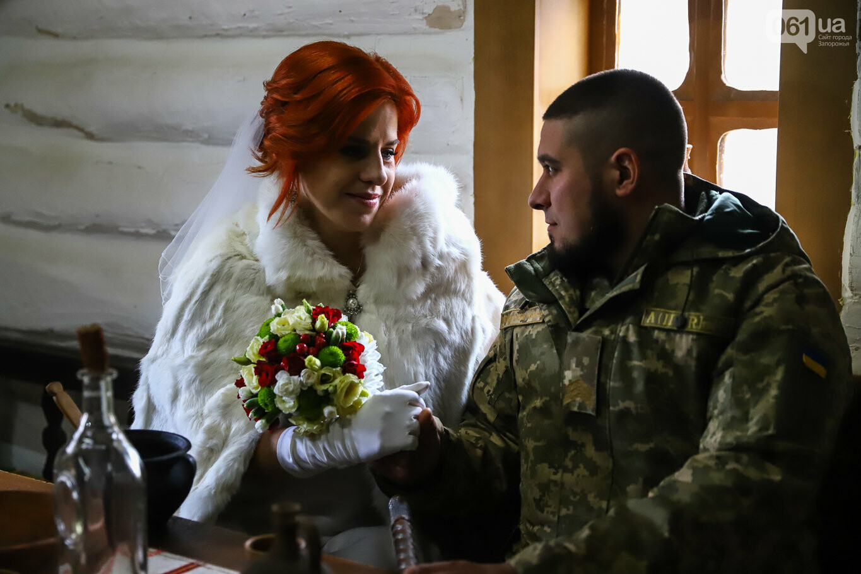 «Весь конфетно-букетный период прошел в окопах»: в Запорожье поженились военные, которые познакомились на передовой, - ФОТОРЕПОРТАЖ, фото-15
