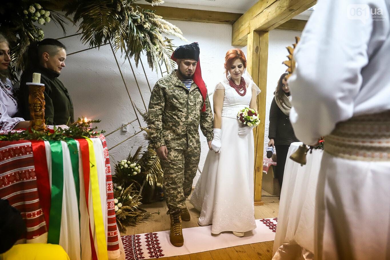 «Весь конфетно-букетный период прошел в окопах»: в Запорожье поженились военные, которые познакомились на передовой, - ФОТОРЕПОРТАЖ, фото-19