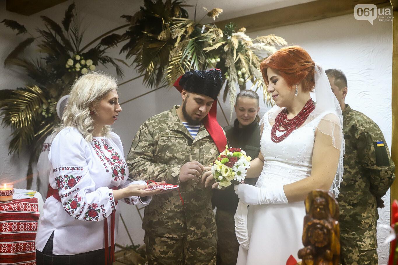 «Весь конфетно-букетный период прошел в окопах»: в Запорожье поженились военные, которые познакомились на передовой, - ФОТОРЕПОРТАЖ, фото-21