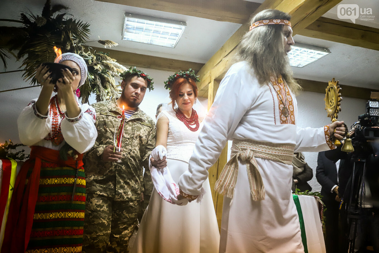 «Весь конфетно-букетный период прошел в окопах»: в Запорожье поженились военные, которые познакомились на передовой, - ФОТОРЕПОРТАЖ, фото-23