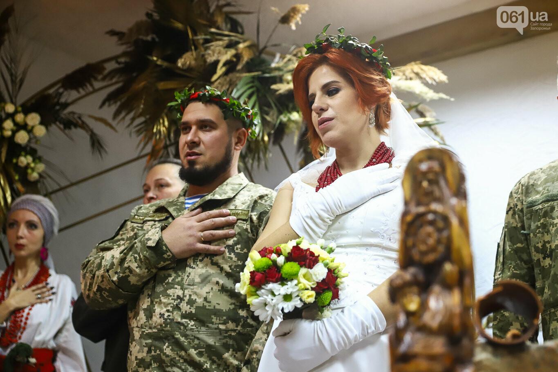 «Весь конфетно-букетный период прошел в окопах»: в Запорожье поженились военные, которые познакомились на передовой, - ФОТОРЕПОРТАЖ, фото-27