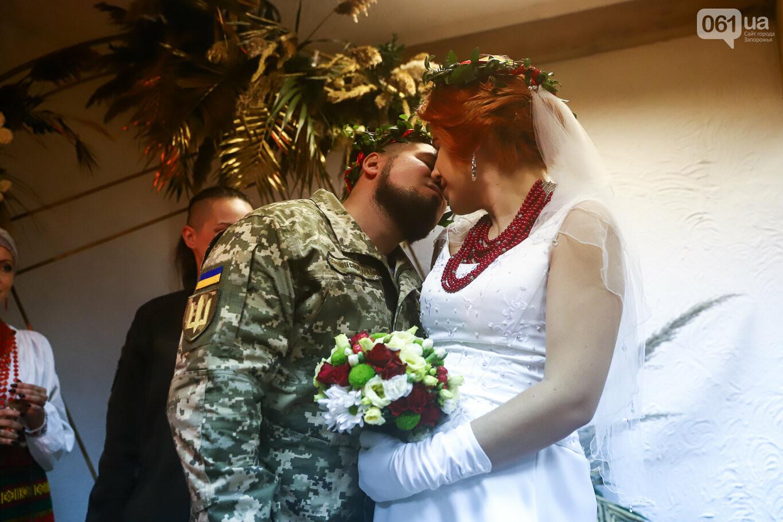 «Весь конфетно-букетный период прошел в окопах»: в Запорожье поженились военные, которые познакомились на передовой, - ФОТОРЕПОРТАЖ, фото-29