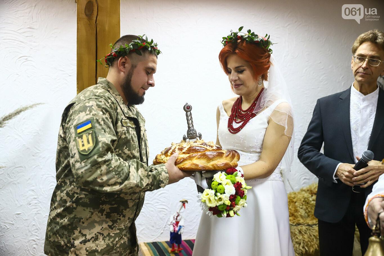 «Весь конфетно-букетный период прошел в окопах»: в Запорожье поженились военные, которые познакомились на передовой, - ФОТОРЕПОРТАЖ, фото-33