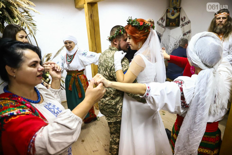 «Весь конфетно-букетный период прошел в окопах»: в Запорожье поженились военные, которые познакомились на передовой, - ФОТОРЕПОРТАЖ, фото-35