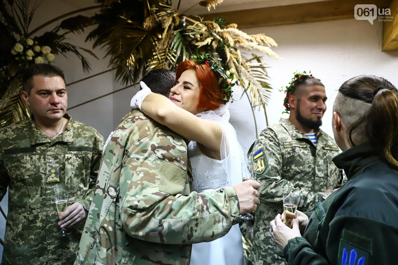 «Весь конфетно-букетный период прошел в окопах»: в Запорожье поженились военные, которые познакомились на передовой, - ФОТОРЕПОРТАЖ, фото-37