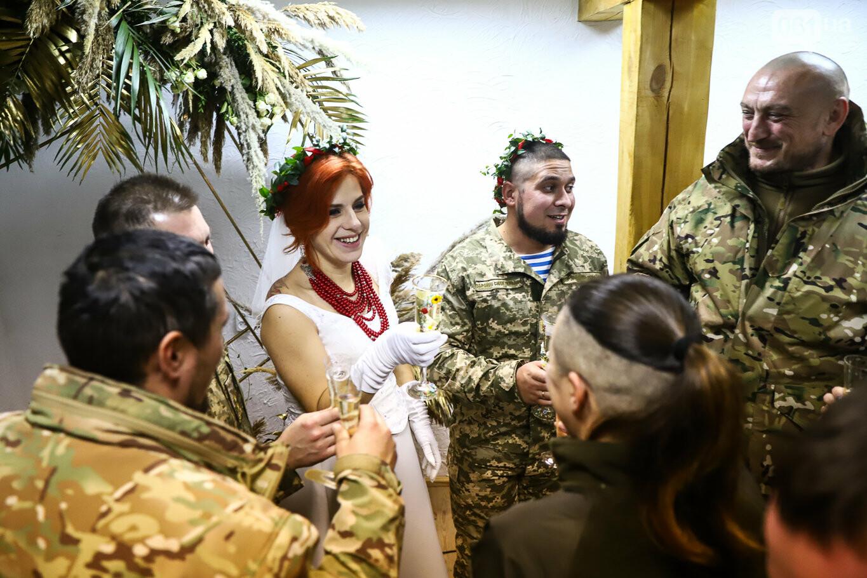 «Весь конфетно-букетный период прошел в окопах»: в Запорожье поженились военные, которые познакомились на передовой, - ФОТОРЕПОРТАЖ, фото-38