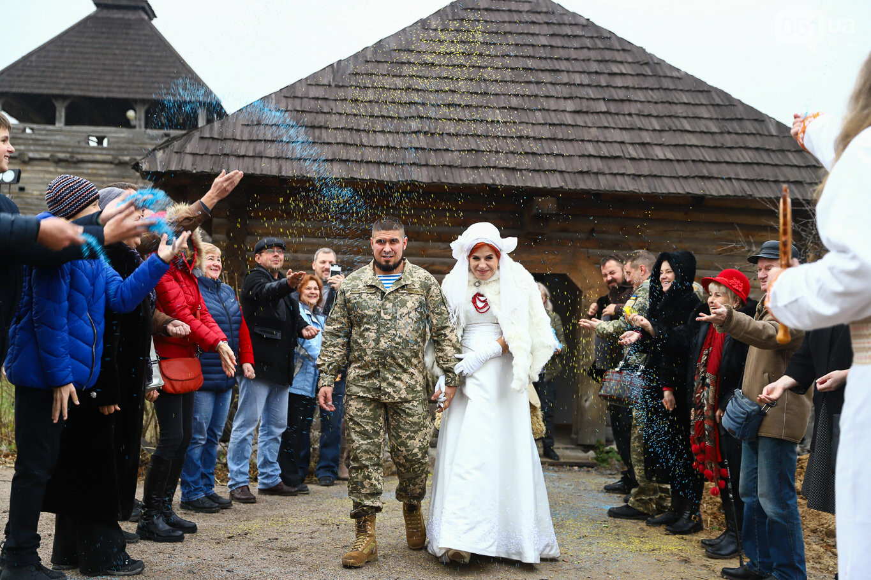 «Весь конфетно-букетный период прошел в окопах»: в Запорожье поженились военные, которые познакомились на передовой, - ФОТОРЕПОРТАЖ, фото-44