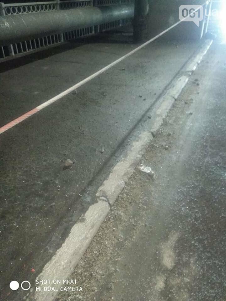 Кусок бетона с моста Преображенского упал на машину, фото-2