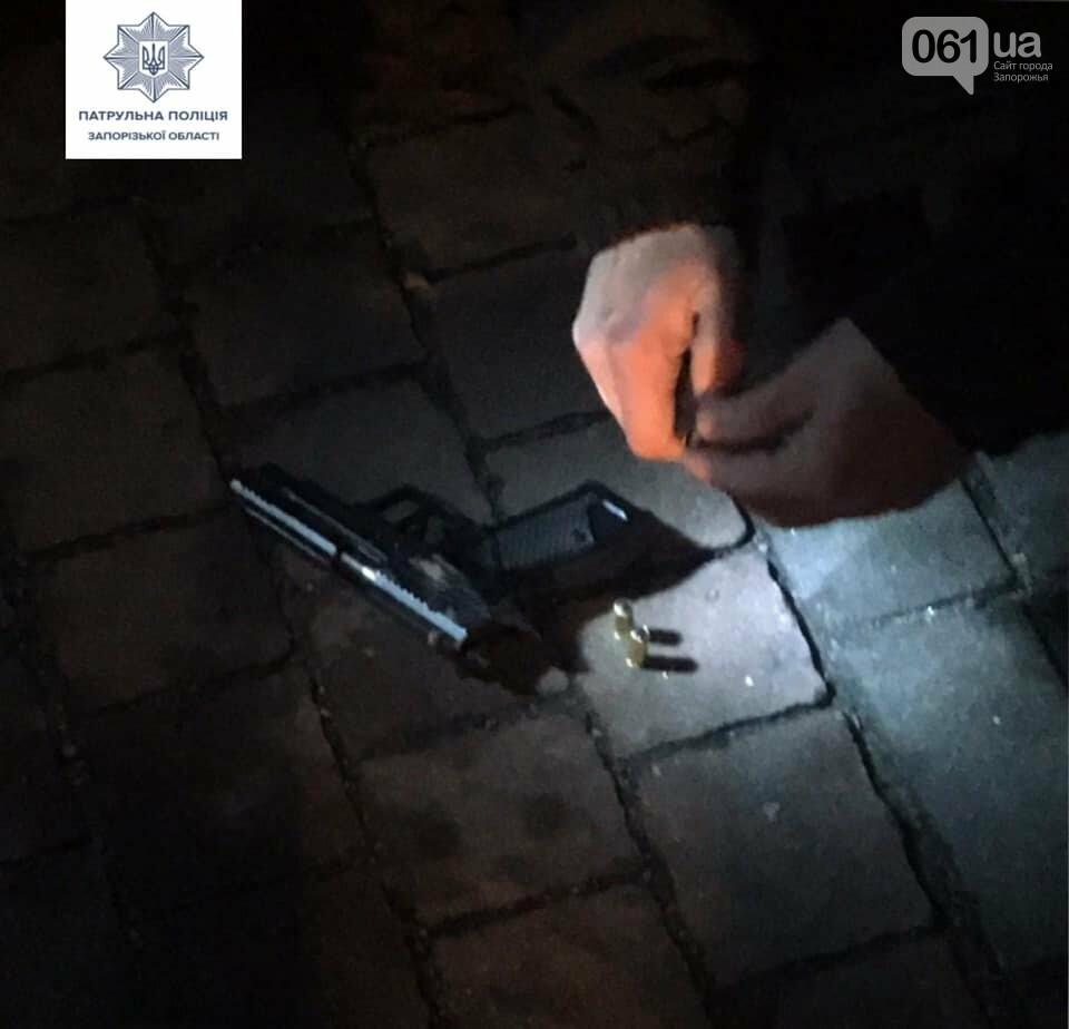 В центре Запорожья патрульные остановили автомобиль с вооруженными людьми, фото-2