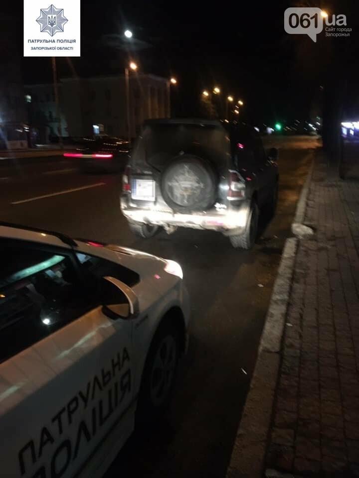 В центре Запорожья патрульные остановили автомобиль с вооруженными людьми, фото-1