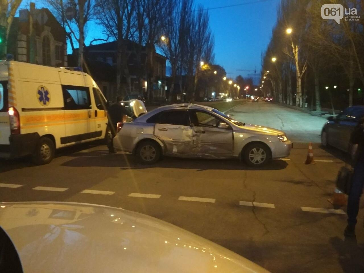 В Запорожье столкнулись два автомобиля, один человек пострадал, - ФОТО, фото-2