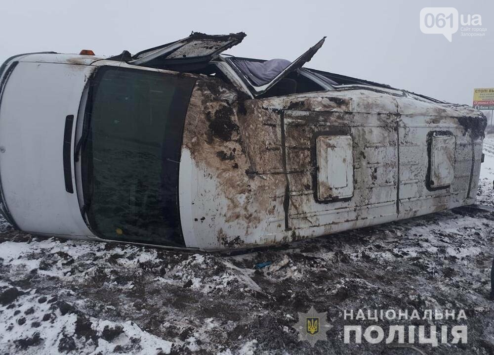 В Запорожской области перевернулась маршрутка с пассажирами, 5 человек госпитализированы, фото-2
