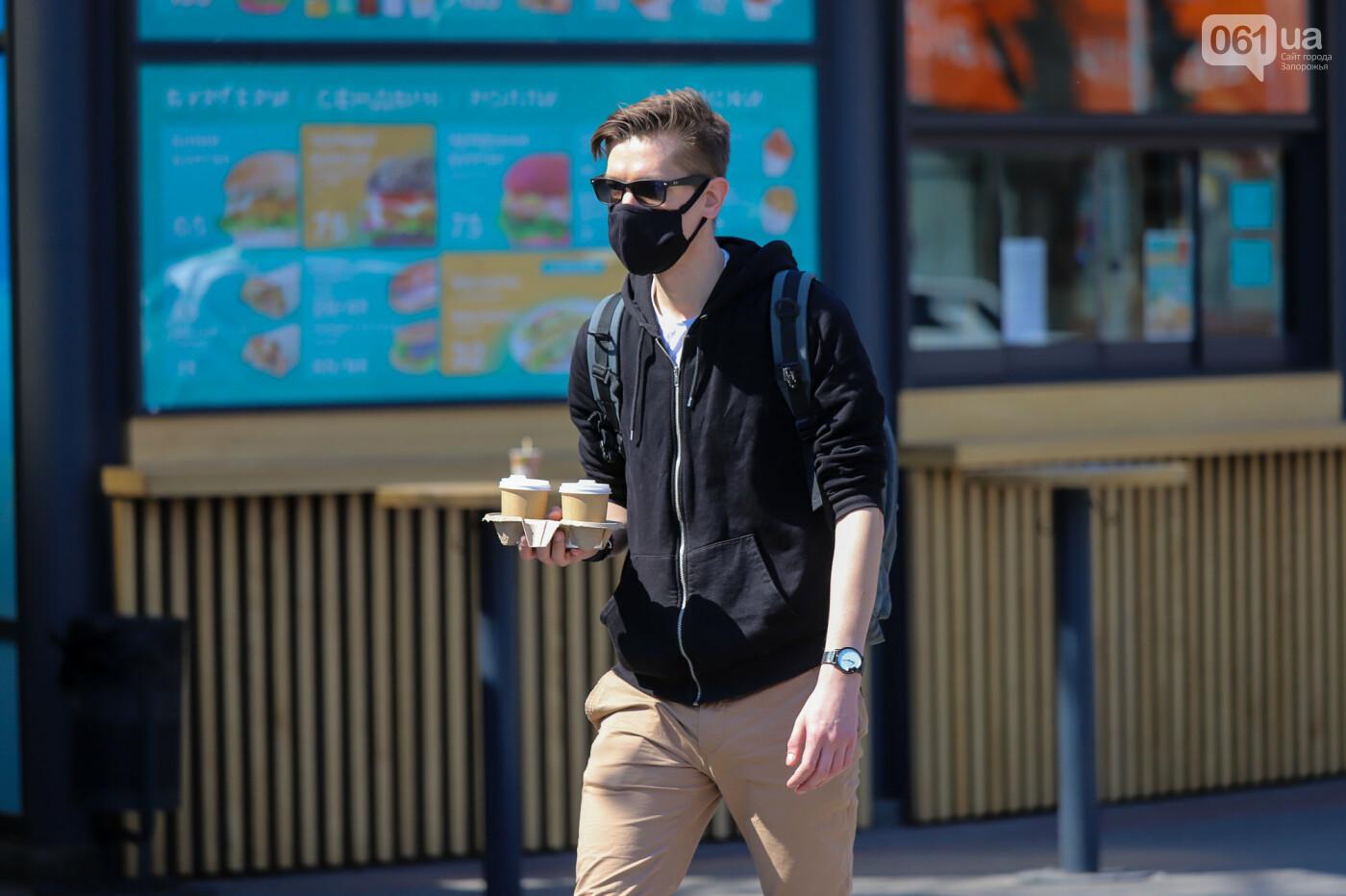 Вход только в масках: как выглядит Запорожье на карантине, - ФОТОРЕПОРТАЖ, фото-8