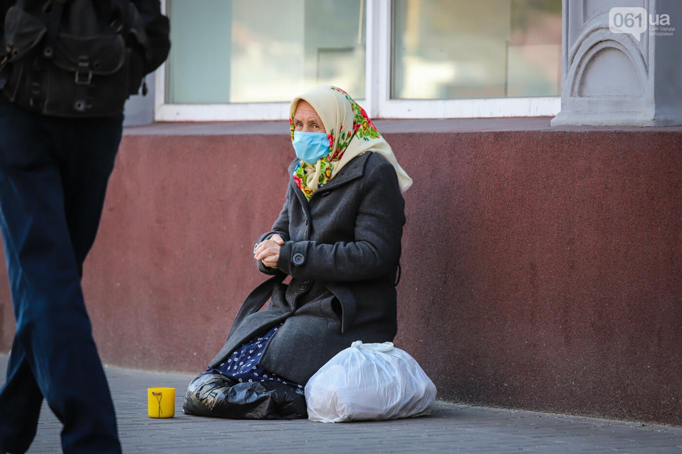 Вход только в масках: как выглядит Запорожье на карантине, - ФОТОРЕПОРТАЖ, фото-14